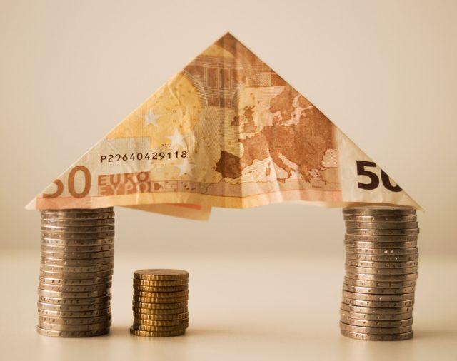 CUM SĂ CREEZI UN ECHILIBRU ÎNTRE CELE 4 ATITUDINI FINANCIARE