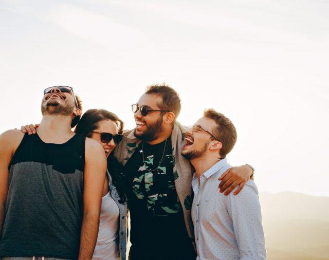 7 TIPURI DE PRIETENI CARE ÎȚI INFLUENȚEAZĂ NEGATIV FINANȚELE