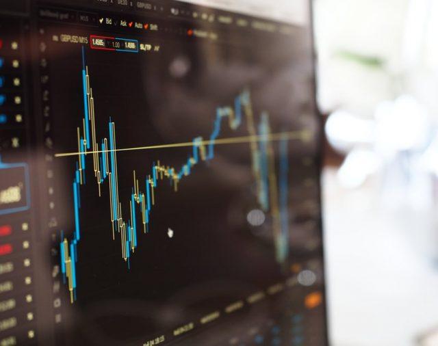 Fonduri Mutuale vs. ETF-uri - Care sunt mai potrivite pentru tine?